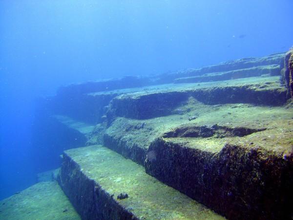 japonija-kompleks-jonaguni-zagadochnye-podvodnye-ruiny-vblizi-okinavy