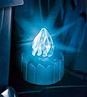 kristall-na-postamente