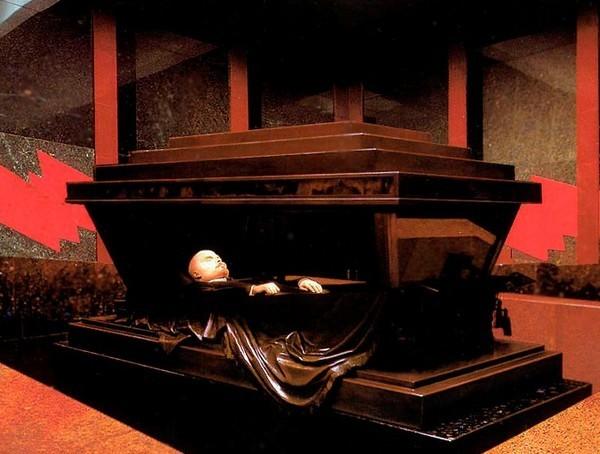 sarkofag-s-grobom-lenina-v-sklepe-pod-mavzoleem