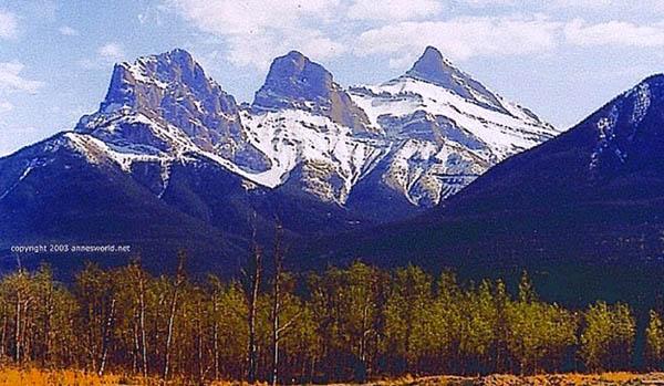 gora-s-tremya-vershinami